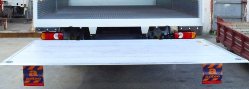 Servizi con furgone con sponda idraulica